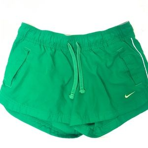 Vintage NIKE woman's running shorts medium green
